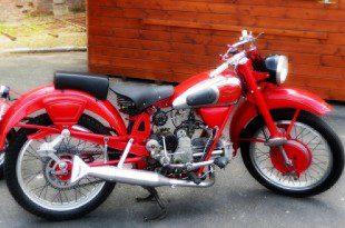 Moto Guzzi modello Airone, colore rosso
