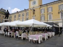 ristorante con tavoli che occupano suolo pubblico: paga la tosap?