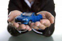 Auto blu in mano - finanziamento o leasing per comprare un'auto nuova?