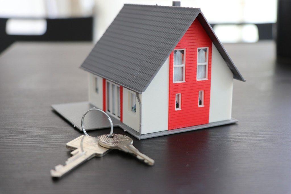 house casa chiavi 4516175 1280 1024x682 - Vendita Casa Italia e Acquisto casa all'estero: perdita agevolazioni fiscali e tassazione