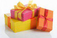 pacchi regali rosa rossi gialli