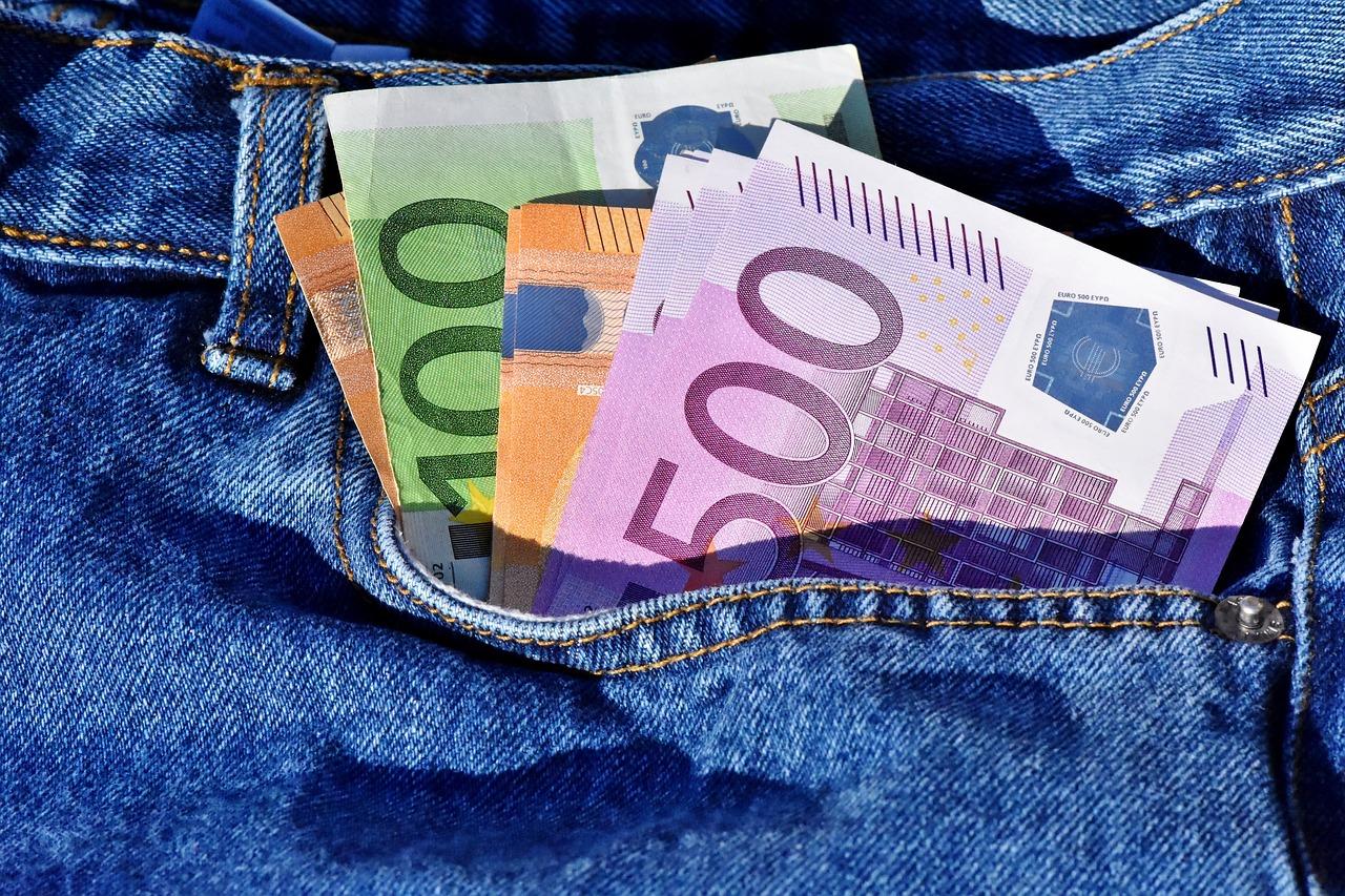 Riciclaggio di denaro online dating