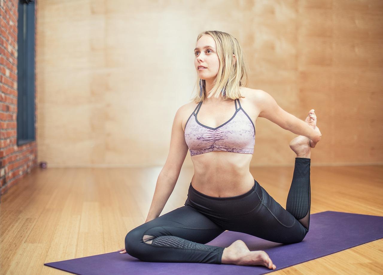 yoga ragazza sportiva